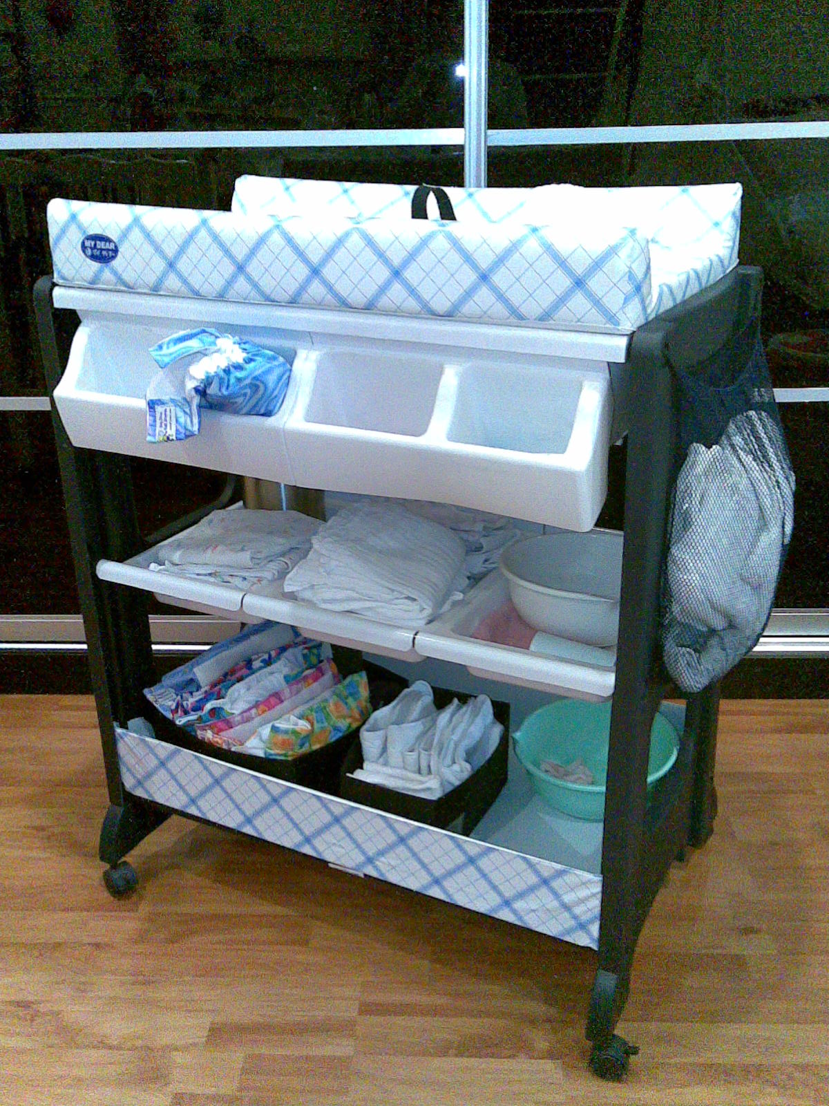 Review: MY DEAR Changing Table with Bath Tub | Mummy\'s Reviews