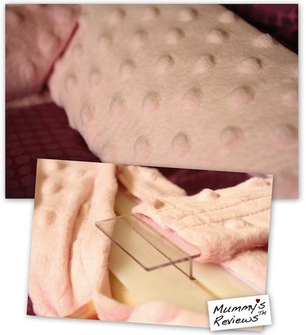 Mummy's Reviews Snuggin Go close up